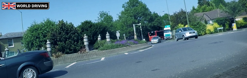 When to go onto busy roundabouts